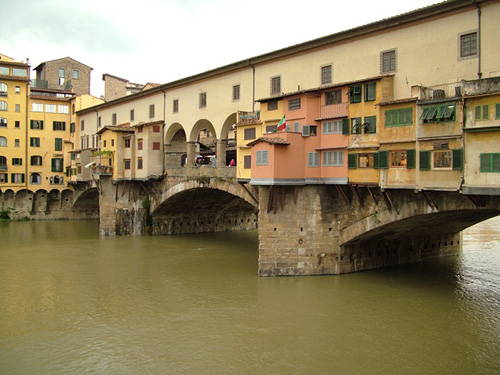 florence italy firenza tuscany toscana europe ponte vecchio a bridge lined with shops crosses the river arno in the city of florence
